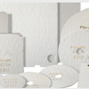 Las placas filtrantes en profundidad FIBRAFIX® representan una tecnología de filtración aprobada y establecida para la separación de líquidos y sólidos. El medio tridimensional asegura una capacidad de retención superior para partículas sólidas a un alto caudal.